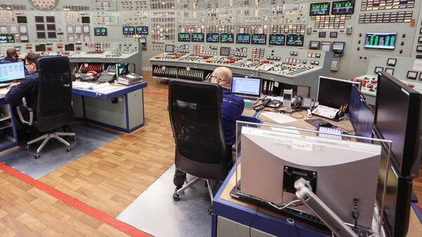 Сотрудники концерна Росэнергоатом за пультом управления 1-го и 2-го реакторного блока Кольской АЭС