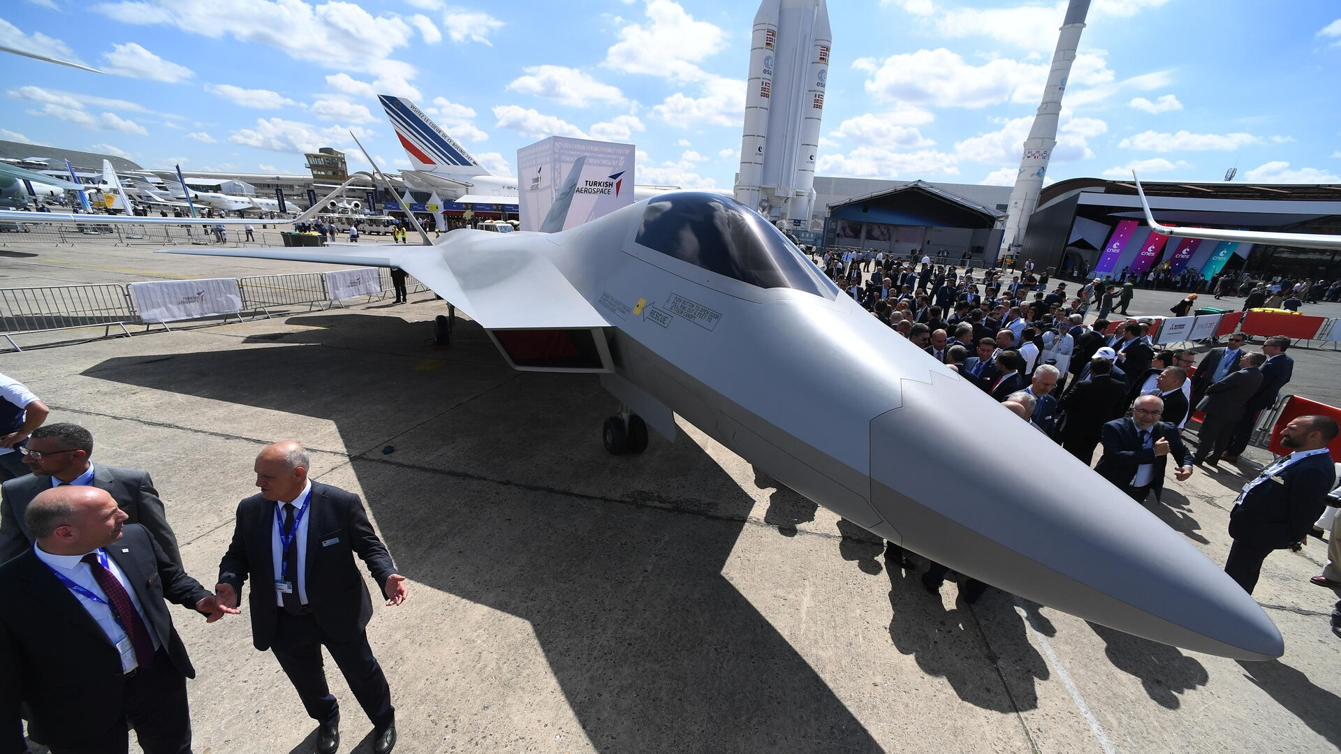 Полноразмерный макет новейшего турецкого истребителя пятого поколения TF-X на международном аэрокосмическом салоне Paris Air Show 2019 - РИА Новости, 1920, 04.05.2021