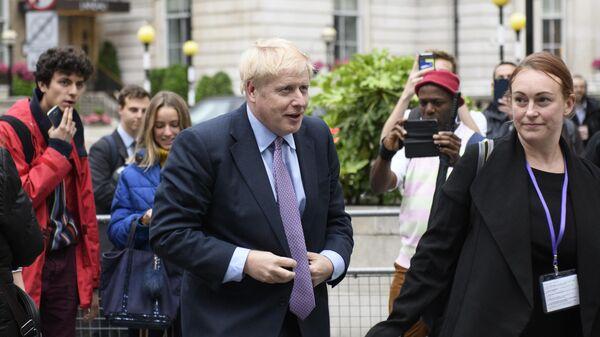 Бывший министр иностранных дел Великобритании Борис Джонсон прибыл к зданию BBC для участия в теледебатах кандидатов на пост лидера Консервативной партии. 18 июня 2019