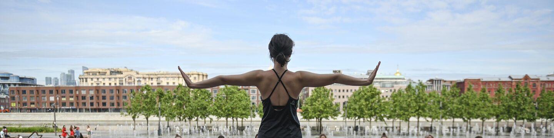 Проект Йога в парках стартовал в Москве