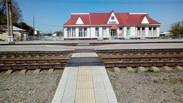 Железнодорожный перехода на станции Тамерлан в селе Варна Челябинской области