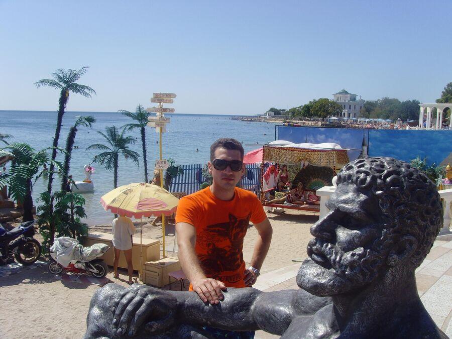 Константин на отдыхе в Евпатории несколько лет назад еще мог ходить сам