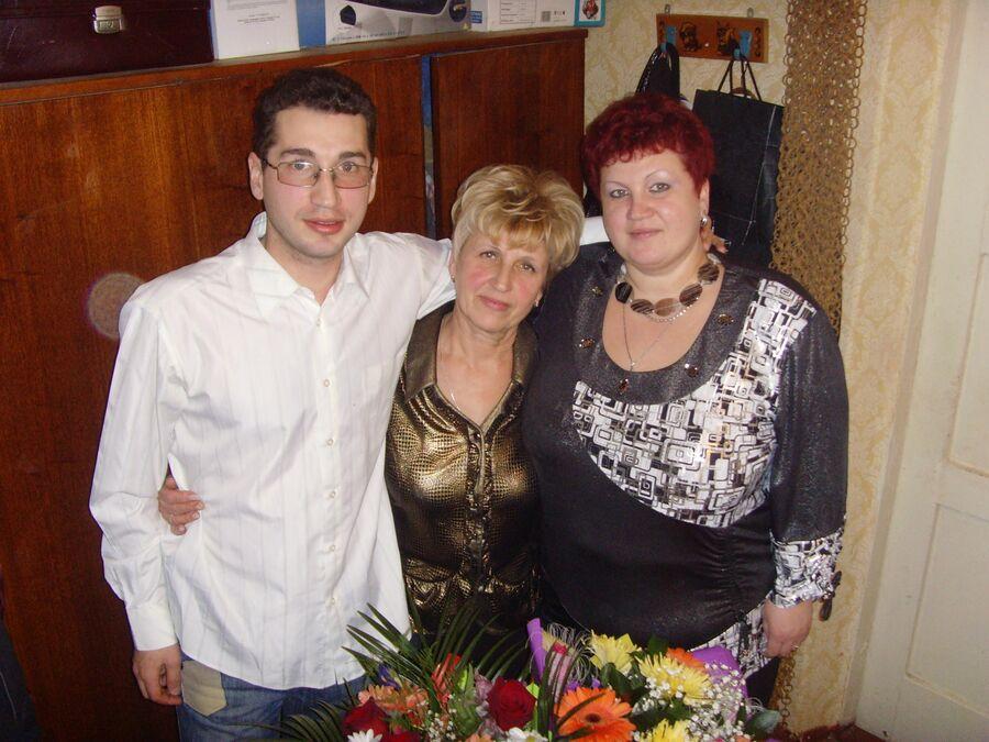 Костя с мамой и родной сестрой