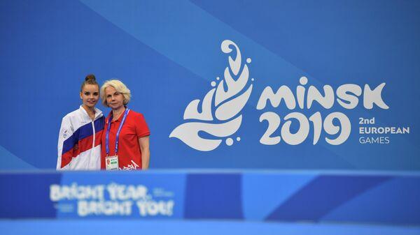 Дина Аверина (слева) и тренер Вера Шаталина