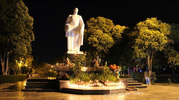 Памятник Неизвестному солдату на набережной в центре Сухума.