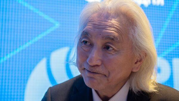 Американский ученый Митио Каку на стенде Международного информационного агентства Россия сегодня