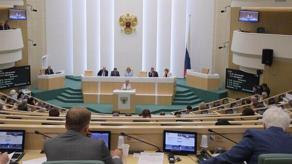 Министр просвещения РФ Ольга Васильева выступает на заседании Совета Федерации