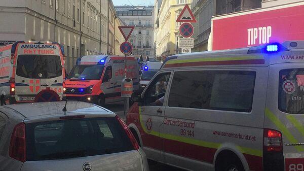 Автомобили скорой помощи на месте взрыва в Вене. 26 июня 2019