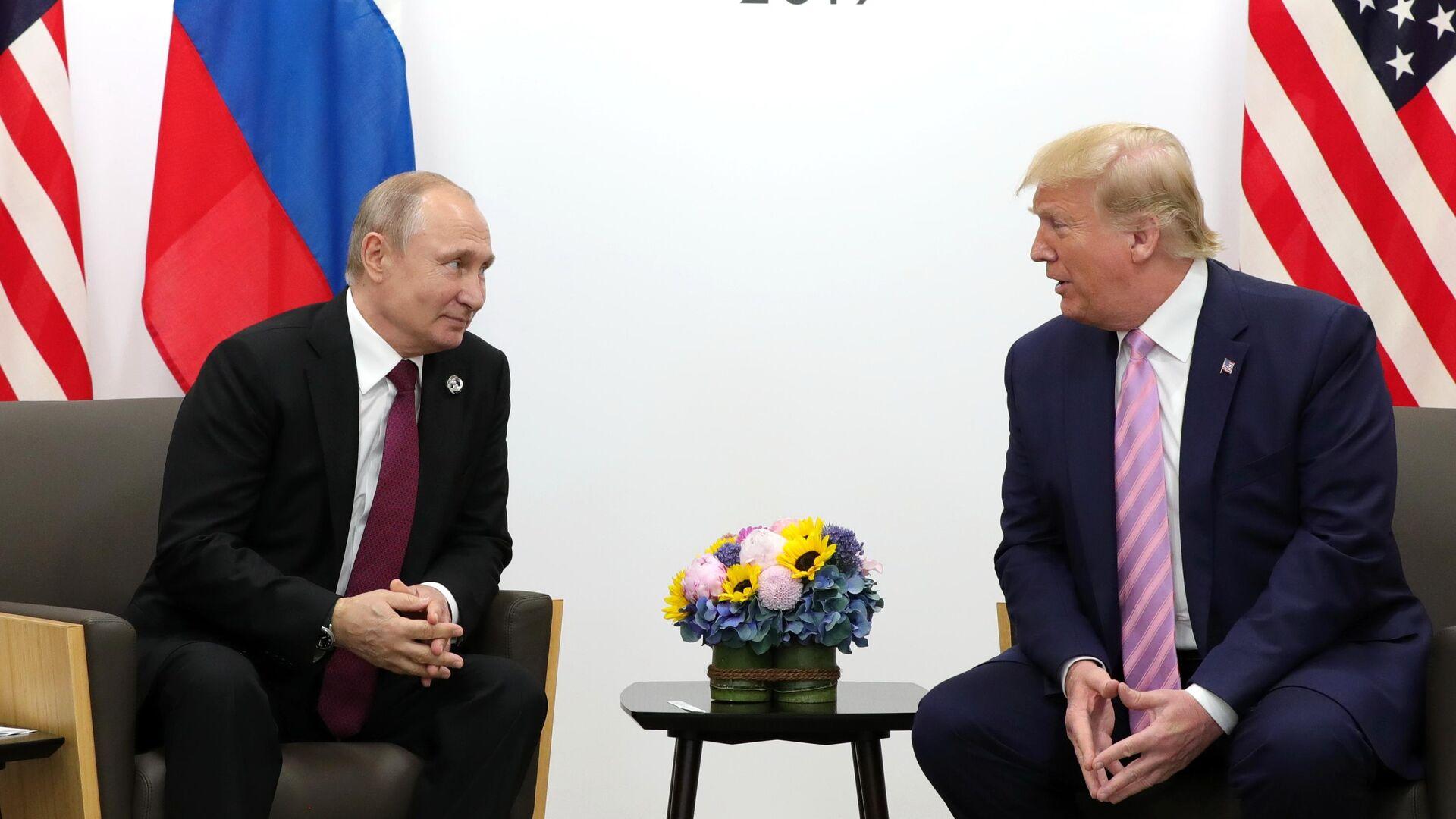 Президент РФ Владимир Путин и президент США Дональд Трамп на полях саммита Группы двадцати в Осаке. 28 июня 2019 - РИА Новости, 1920, 28.09.2021