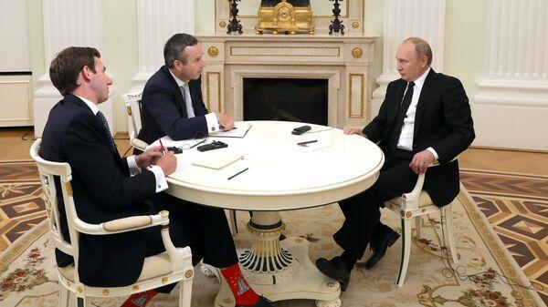 Президент РФ Владимир Путин во время интервью журналистам газеты Financial Times. 27 июня 2019