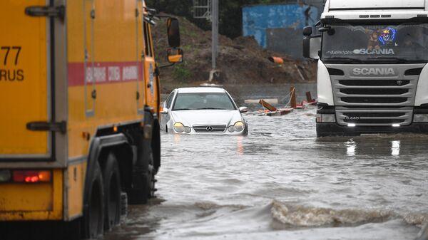 Дорогу к аэропорту Шереметьево затопило из-за сильных дождей