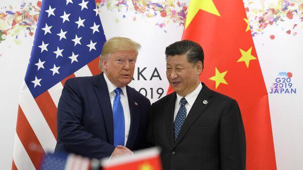 Президент США Дональд Трамп и председатель КНР Си Цзиньпин в ходе встречи на саммите G20 в Осаке. 29 июня 2019