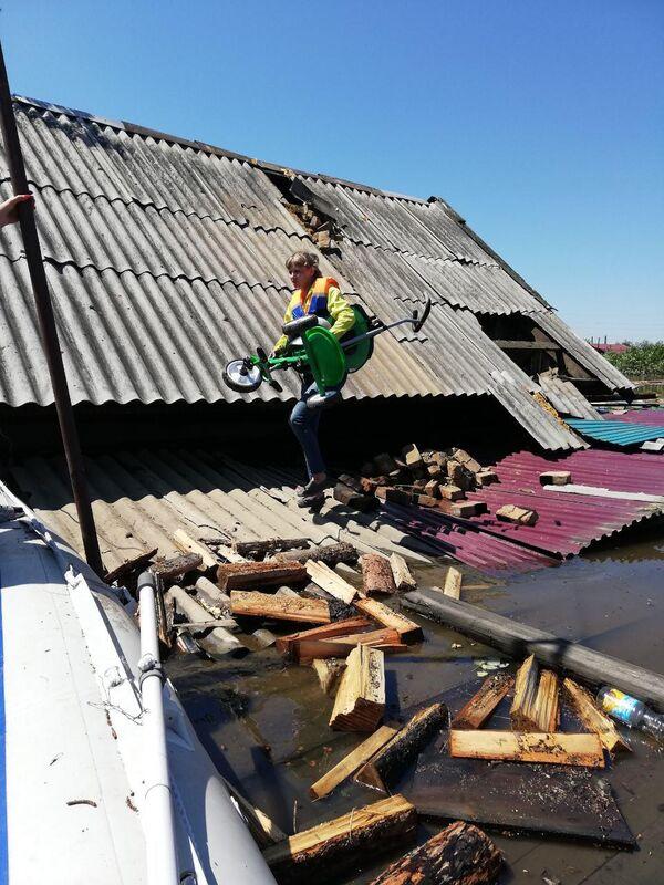 Дом в подтопленном населенном пункте Иркутской области. 30 июня 2019