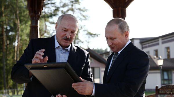 Президент РФ Владимир Путин и президент Белоруссии Александр Лукашенко во время встречи в резиденции в Минске. 30 июня 2019