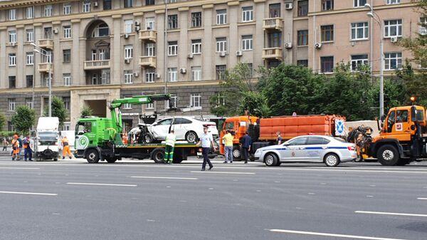 На месте массового ДТП на Кутузовском проспекте в Москве. 2 июля 2019