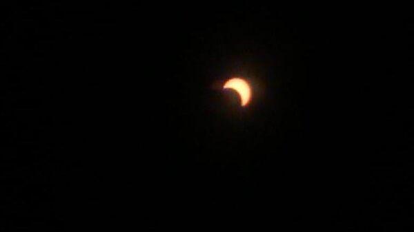 Первые кадры солнечного затмения с борта самолета