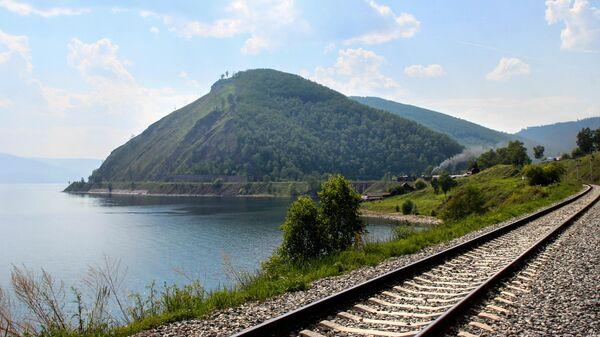 Кругобайкальская железная дорога - участок Восточно-Сибирской железной дороги по берегу озера Байкал