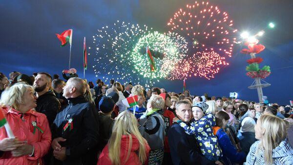 Праздничный салют после окончания военного парада в Минске, посвященного празднованию Дня независимости Белоруссии. 3 июля 2019