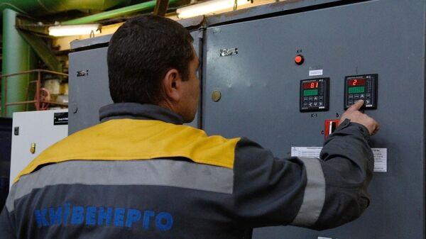 Сотрудник на теплоэлектроцентрали в Киеве