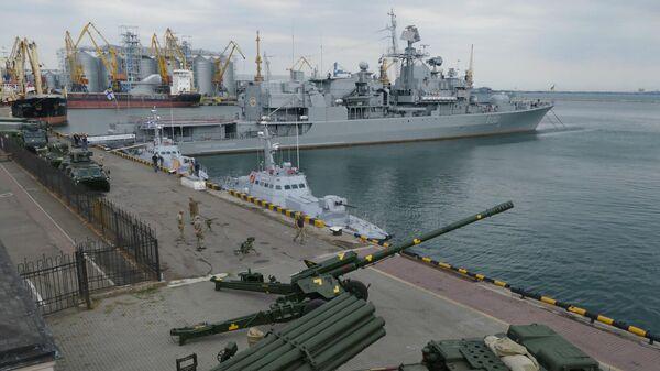 Украинский фрегат Гетман Сагайдачный в морском порту Одессы. 5 июля 2019