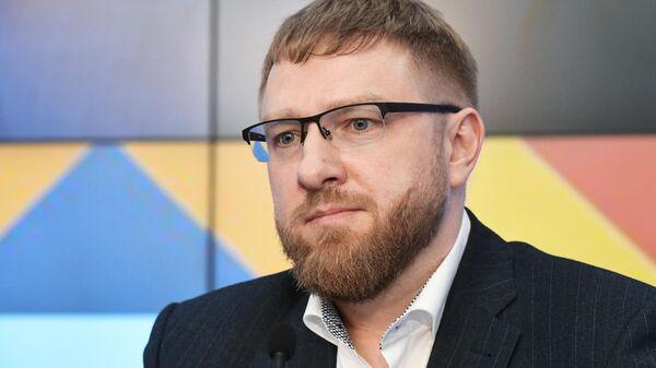 Председатель правления Фонда защиты национальных ценностей, председатель Комиссии Общественной палаты по развитию СМИ и массовых коммуникаций Александр Малькевич