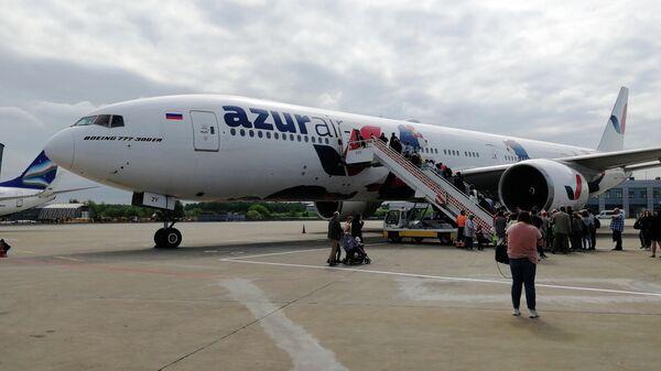 Самолет AZUR air