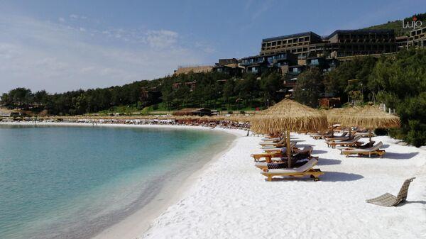 Один из пляжей отеля Lujo Bodrum в Бодруме