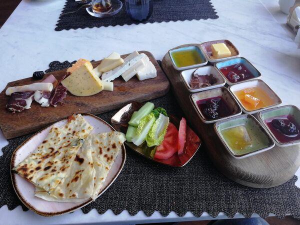 Бодрум, отель Lujo Bodrum, традиционный турецкий завтрак