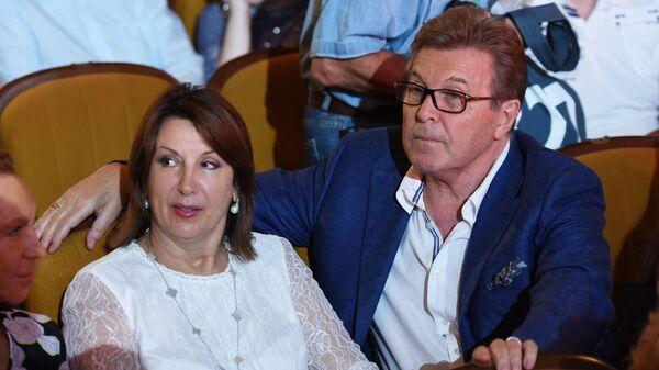 Певец Лев Лещенко с супругой Ириной