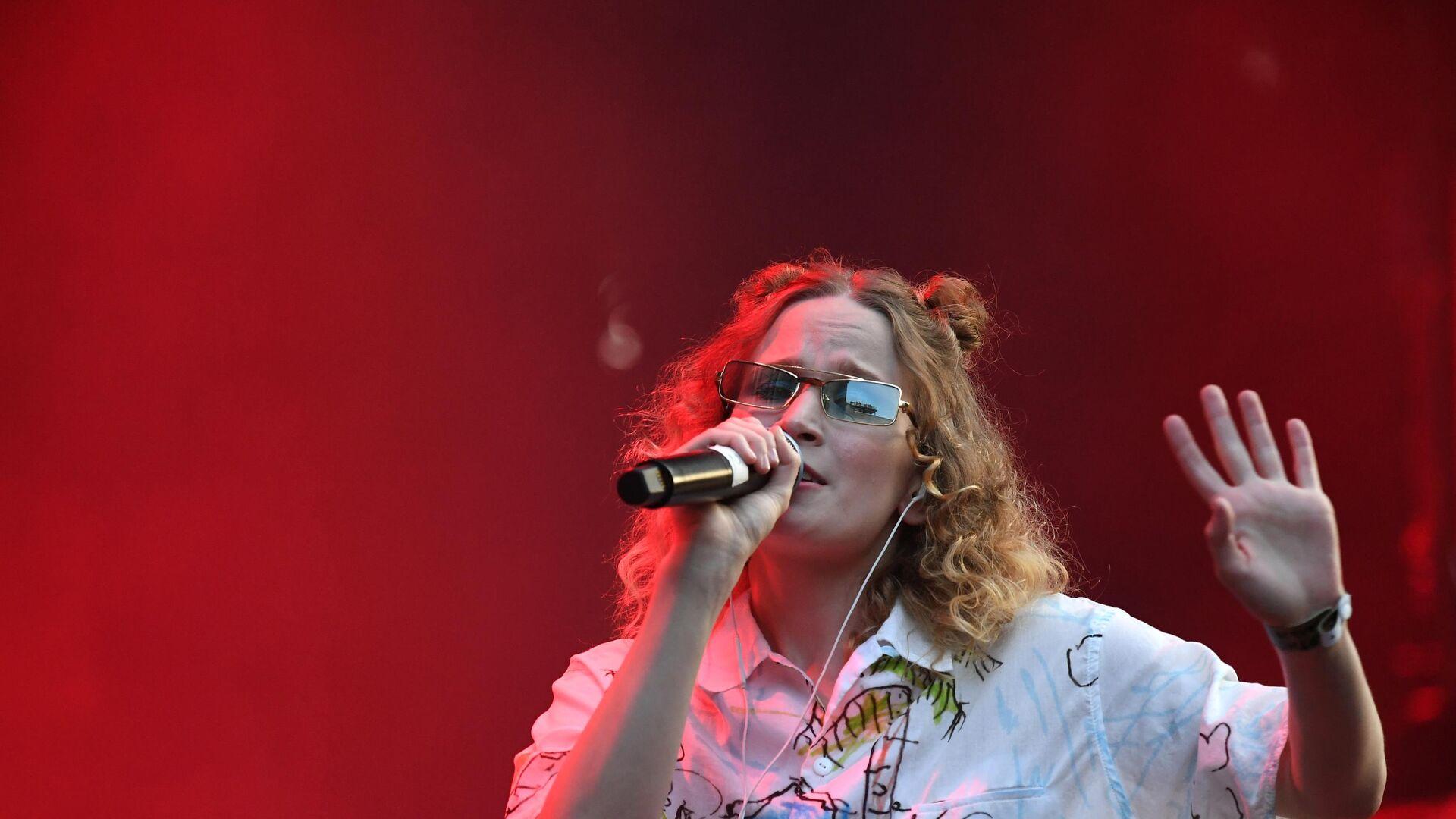 Певица Монеточка выступает на фестивале Боль в культурном центре ЗИЛ в Москве - РИА Новости, 1920, 26.07.2021