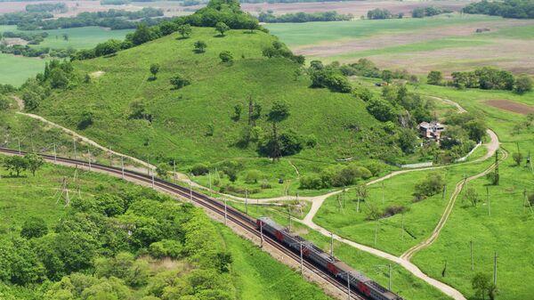 Пассажирский поезд на Транссибирской железнодорожной магистрали