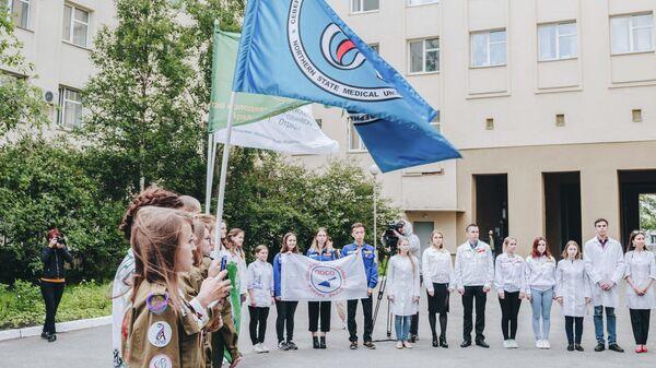 Торжественная линейка, посвященная началу работы всероссийского медицинского отряда Коллеги
