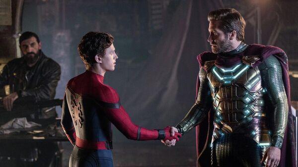 Сцена из фильма Человек-паук: Вдали от дома