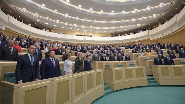 Сенаторы на заседании Совета Федерации РФ