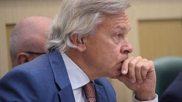 Председатель комиссии Совета Федерации РФ по информационной политике Алексей Пушков на заседании Совета Федерации РФ. 10 июля 2019
