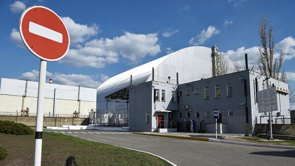 Защитная оболочка в форме арки Укрытие-2, возведенное над разрушенным в результате аварии 4-м энергоблоком Чернобыльской АЭС