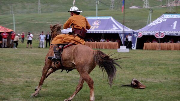 Часть праздника Наадам - конные скачки