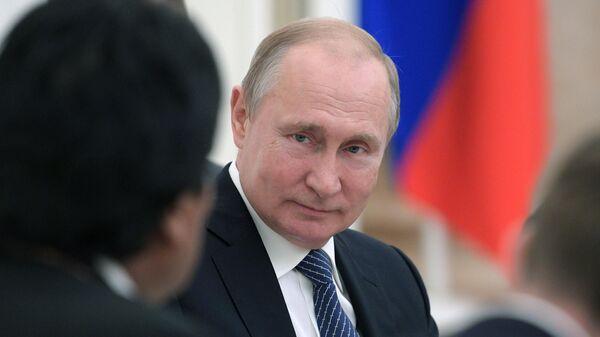 Президент РФ Владимир Путин во время встречи с президентом Боливии Эво Моралесом