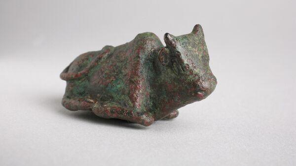 Статуэтка коровы, найденная на раскопках в Тель Бет-Шемеше