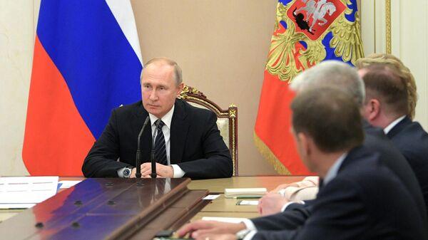 Президент РФ Владимир Путин проводит совещание с постоянными членами Совета безопасности РФ. 12 июля 2019