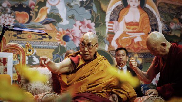 Духовный лидер буддистов Далай-лама XIV проводит в Риге лекцию для жителей стран Балтии и России