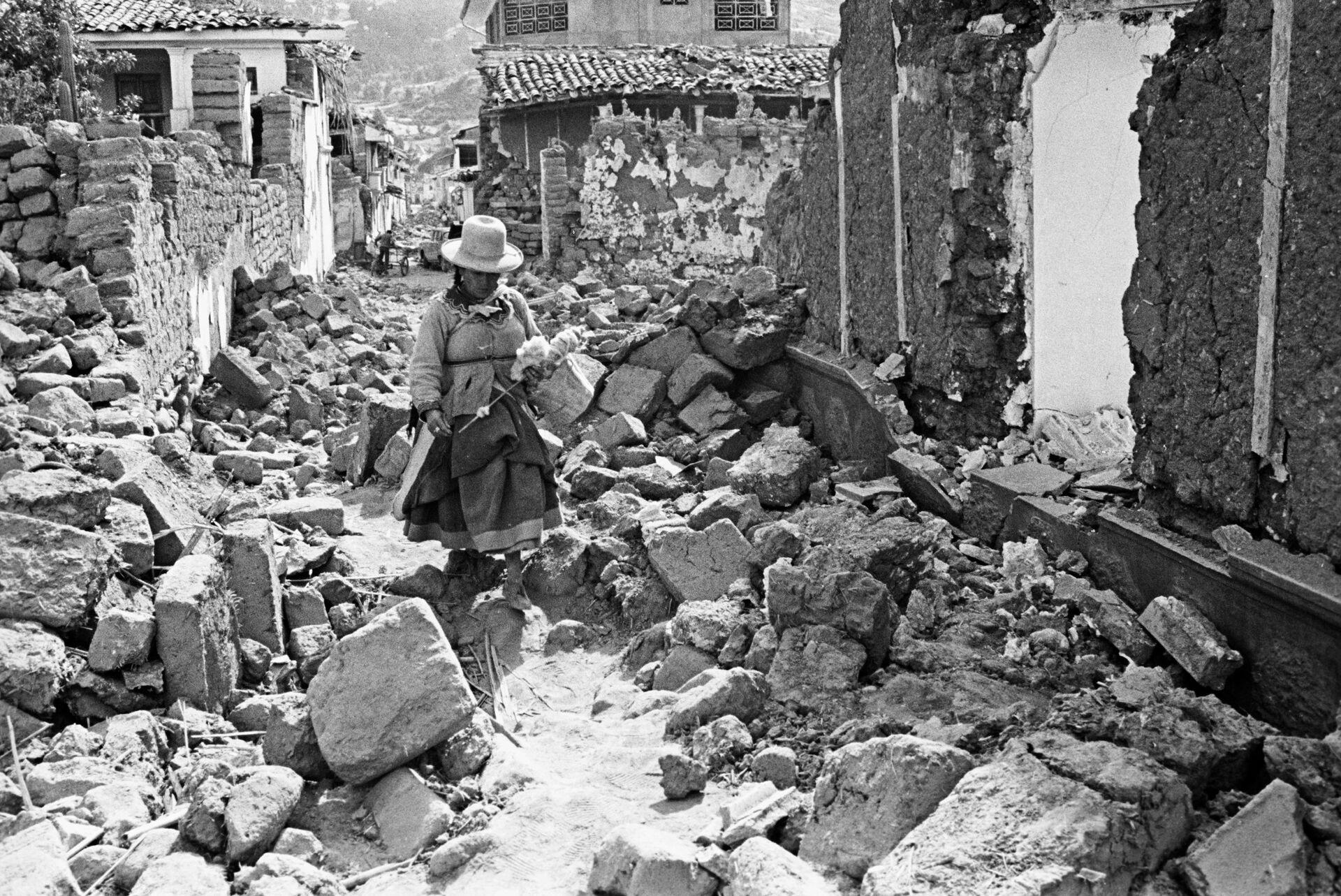 Руины города Уараса после землетрясения, произошедшего 31 мая 1970 года - РИА Новости, 1920, 11.12.2020