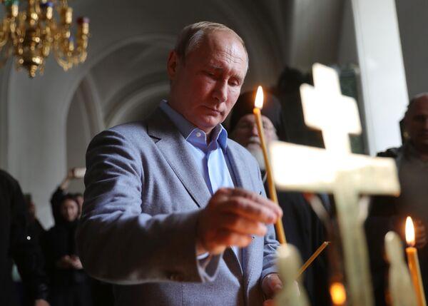 Президент РФ Владимир Путин во время посещения Спасо-Преображенского собора Валаамского ставропигиального мужского монастыря