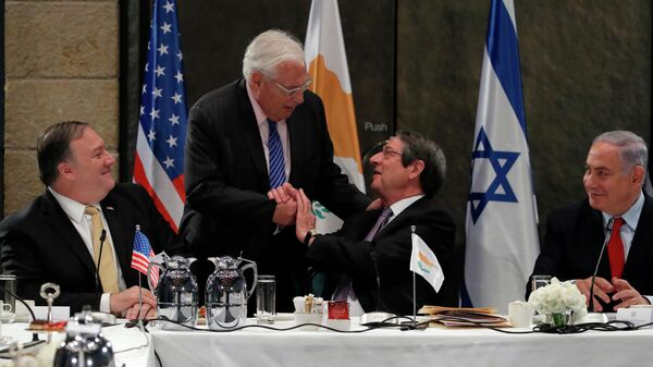 Президент Кипра Никос Анастасиадес, посол США в Израиле Дэвидом Фридман, премьер-министр Израиля Биньямин Нетаньяху и госсекретарь США Майк Помпео во время встречи в Иерусалиме, 20 марта 2019 года