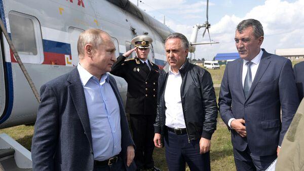 Президент РФ Владимир Путин во время осмотра районов подтопления в городе Тулуне Иркутской области