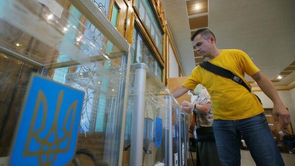 Избиратель на досрочных выборах в Верховную раду Украины. 21 июля