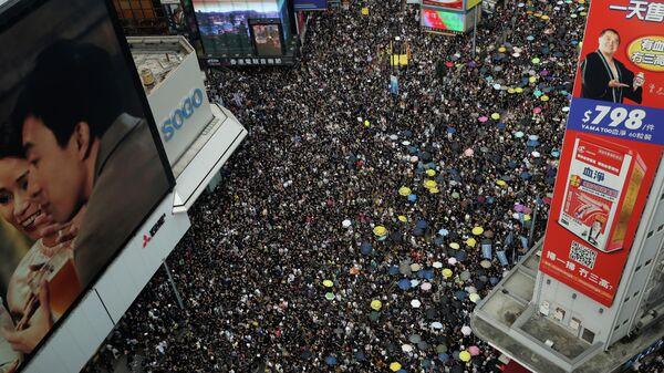 Участники акции протеста против внесения поправок к законопроекту об экстрадиции, Гонконг. 21 июля 2019