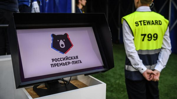 Монитор системы видеопомощи арбитрам (VAR) на матче Динамо - Рубин