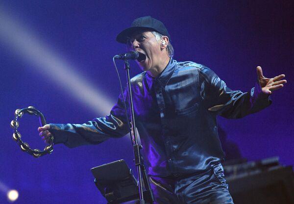 Солист группы Мумий Тролль Илья Лагутенко выступает на фестивале Нашествие