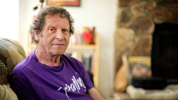 Американский писател, журналист, комик, основатель и редактор журнала The Realist Пол Красснер